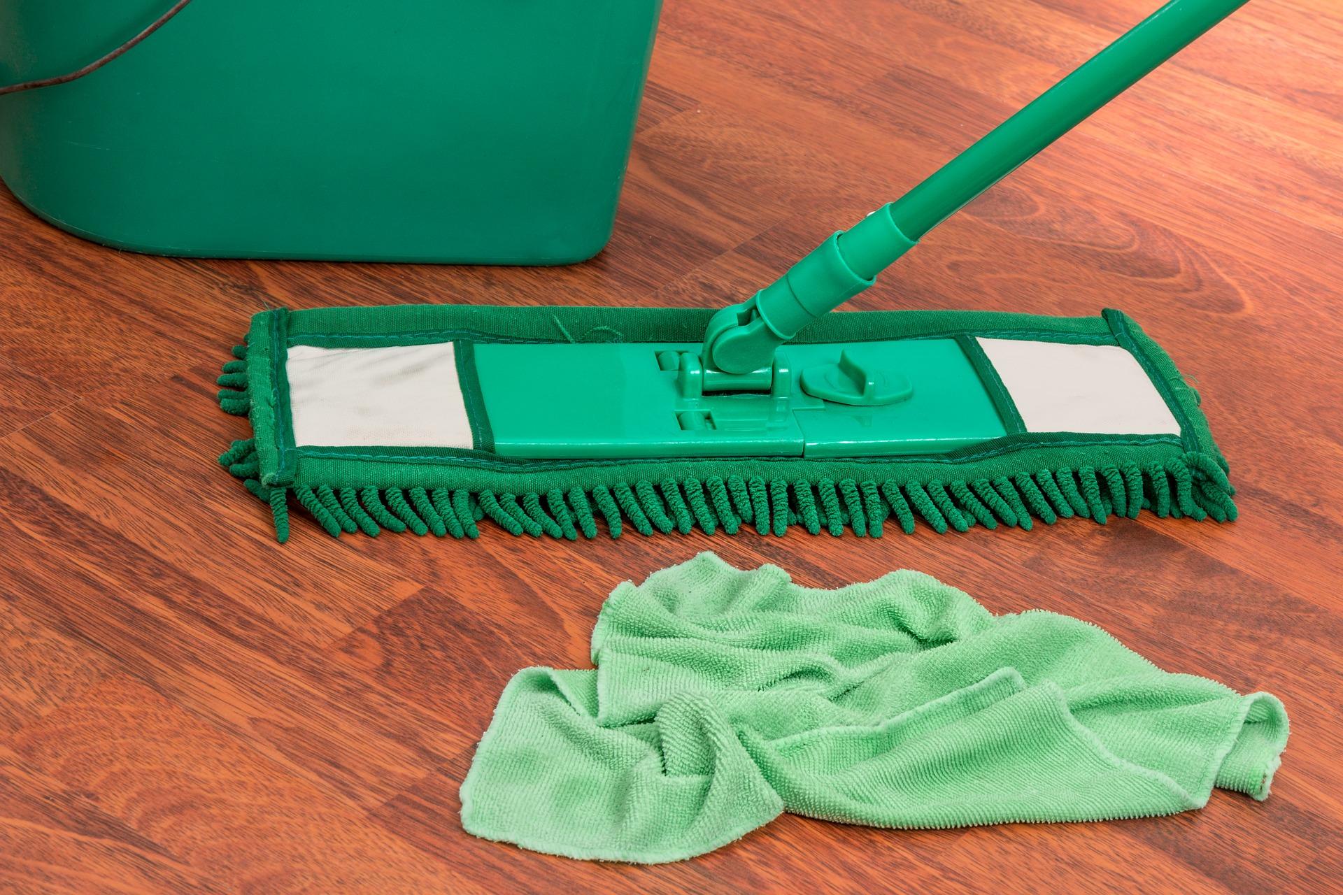 Než začnete dezinfikovat, všechny plochy umyjte a hloubkově vyčistěte