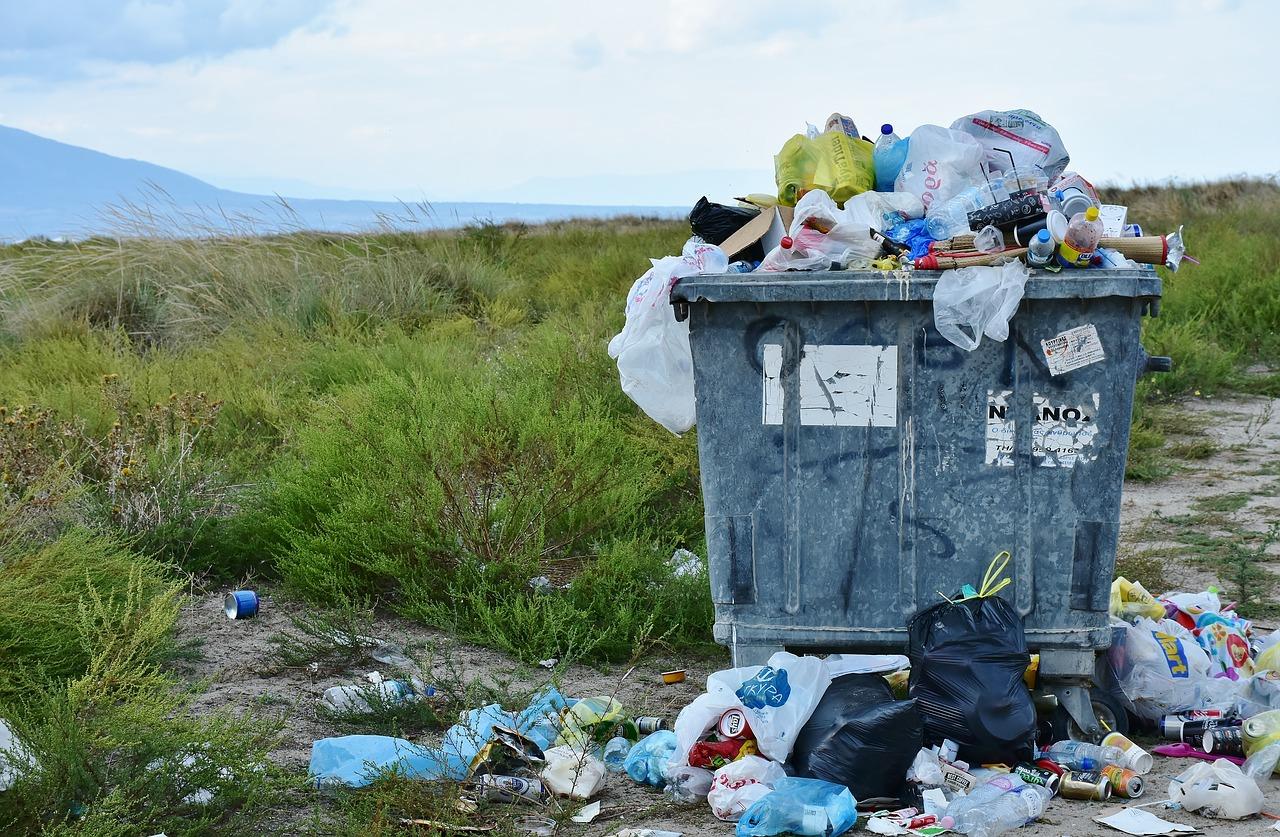Firmy muszą usuwać odpady zgodnie ze specjalnymi zasadami. Jak nie wydawać fortuny na utylizację odpadów?