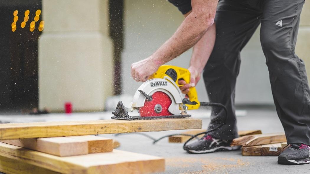 Wyposaż pracowników w letnią odzież roboczą izapewnij im bezpieczeństwo podczas pracy