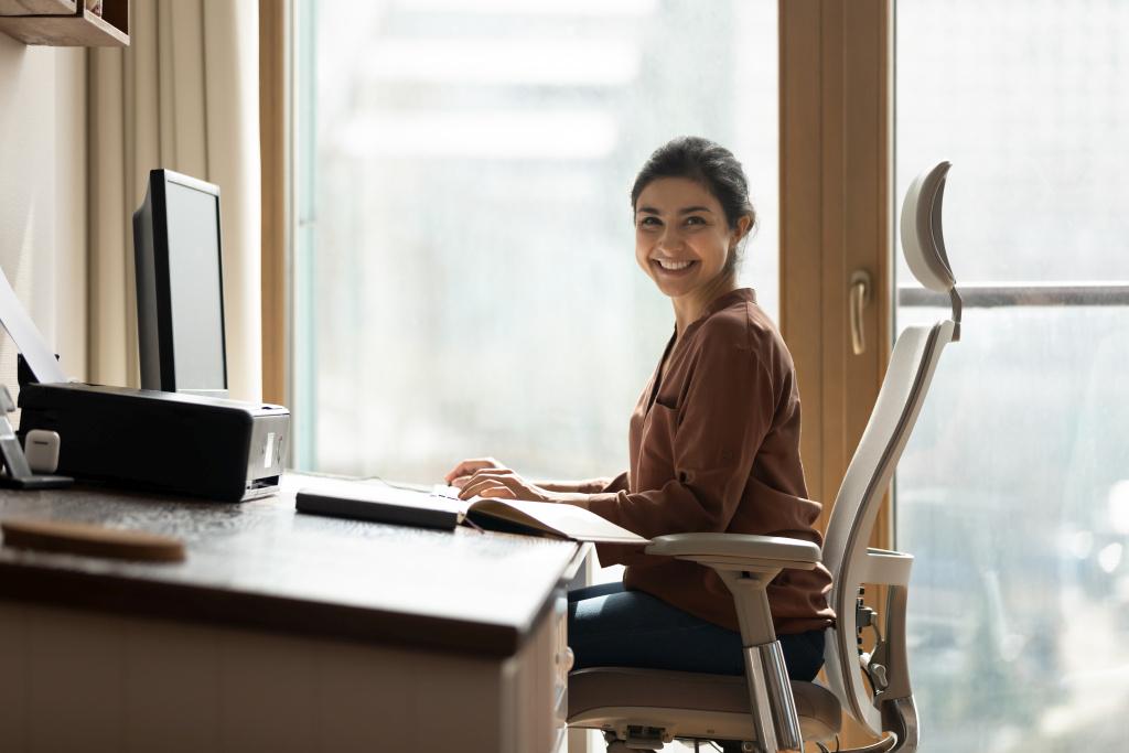 Ergonomia: Wykształć prawidłowe nawyki, kiedy siedzisz przy komputerze