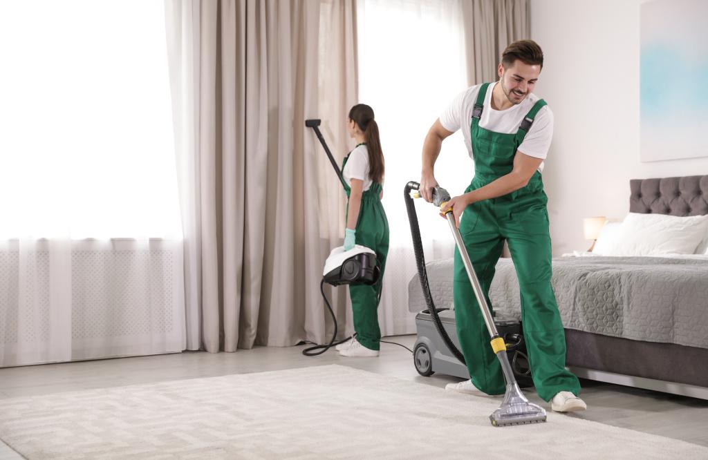 Sprzątanie w firmie: dowiedz się, jak to robić ijak dbać opracowników sprzątających