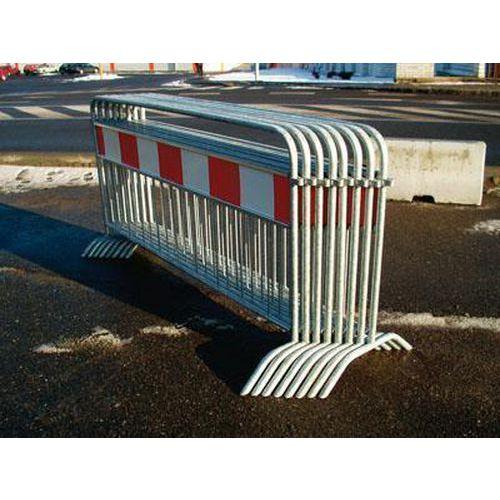 Metalowa barierka mobilna z elementami odblaskowymi, długość 250 cm